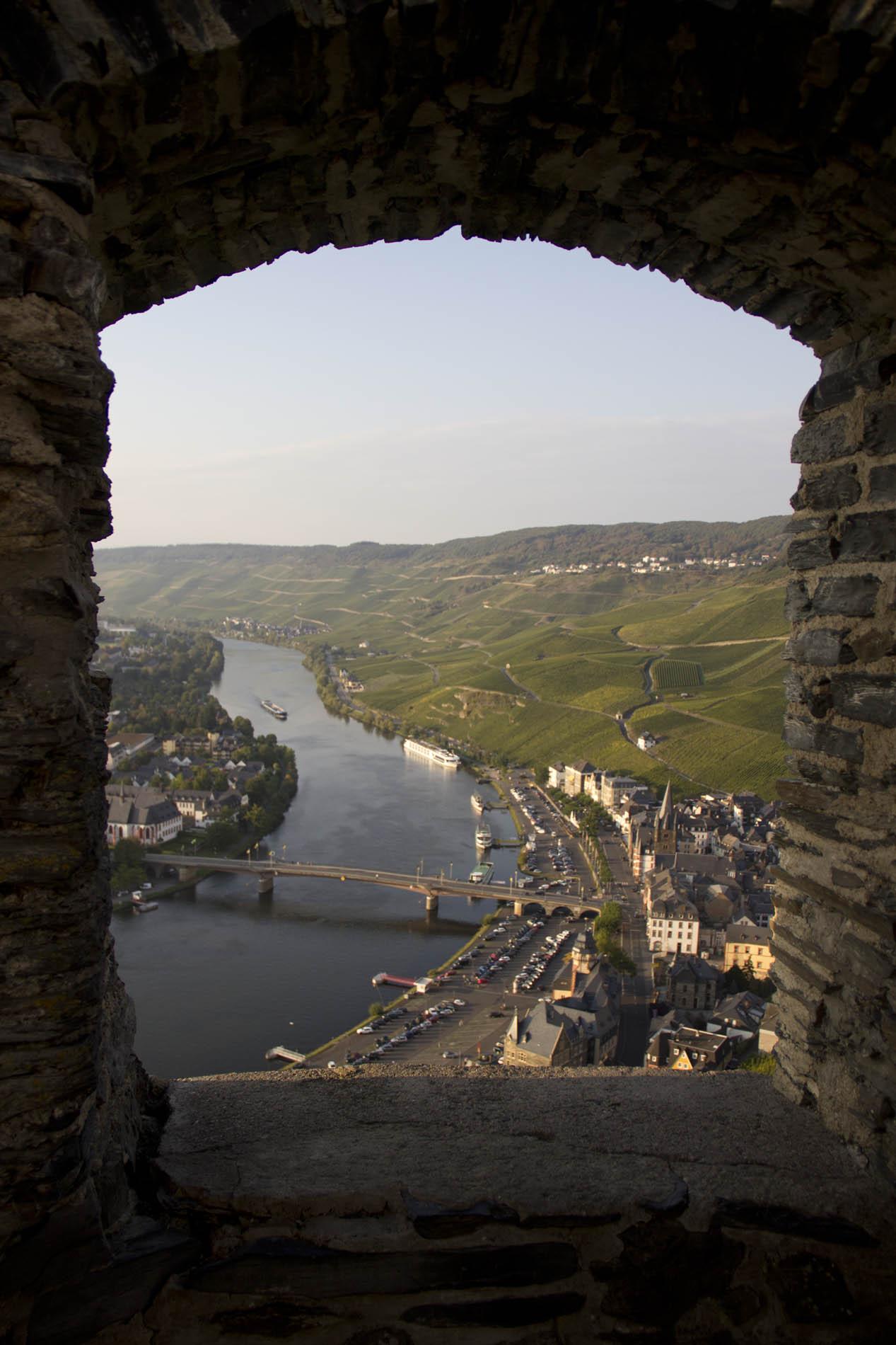 Blick durch Burgrahmen